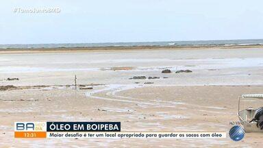 Manchas de óleo chegam à praia de Boipeba, no baixo sul do estado - Voluntários estão mobilizados para minimizar os impactos da substância na região.