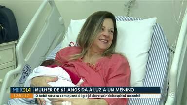 Mulher realiza sonho de ser mãe aos 61 anos - Ana Maria deu à luz o pequeno Ian em um hospital de Londrina.