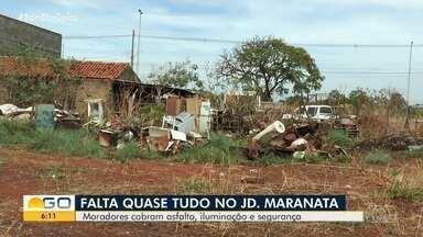 Moradores reclamam de 'abandono' do Jardim Maranata em Aparecida de Goiânia - Eles contam que precisam conviver com mato alto, entulho e sem asfalto.