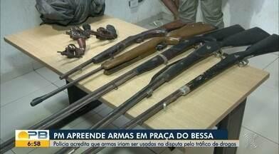 Oito armas são apreendidas, em João Pessoa - Armamento estava dentro de uma sacola preta, com dois suspeitos que fugiram após a abordagem da polícia.