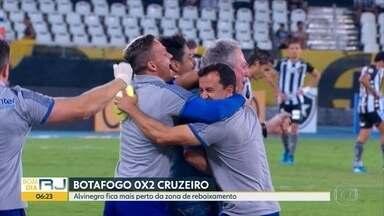 Botafogo perde e Fla cede empate - Time rubro-negro chegou a abrir dois a zero mas acabou sofrendo gols no final. Botafogo foi derrotado pelo Cruzeiro em casa.