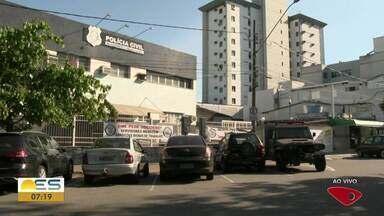 Homem morre em acidente entre carro e moto, em Jacaraípe, na Serra - Acidente aconteceu na madrugada desta sexta-feira (1º).