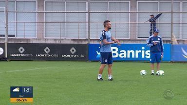 Grêmio volta do Rio de Janeiro e já treina para o Gre-Nal, no domingo (3) - Assista ao vídeo.