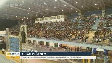 Aulão do Enem reúne 5 mil pessoas em clima de relaxamento e descontração no estádio Zerão - Revisão final com os candidatos ajudou na reta final de preparação para a prova, que acontece em 3 e 10 de novembro.