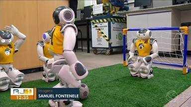 Estudantes de Volta Redonda vencem campeonato de robótica - Robôs que jogam futebol foi o projeto dos alunos do Ensino Médio do Curso Técnico de Robótica.