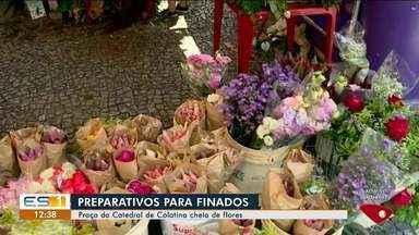 Preparativos para Finados movimenta comércio de flores e artigos religiosos no ES - Tradição que movimenta a economia.