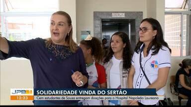 Estudantes de Sousa entregam doações para o Hospital Napoleão Laureano em João Pessoa - Arrecadação foi feita nos semáforos da cidade.