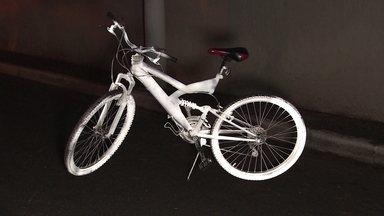 Empresa cria spray refletivo que aumenta a segurança de ciclistas à noite - Produto é uma solução para deixar a pedalada mais segura à noite. O spray forma uma película refletiva com efeito imediato.