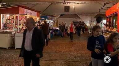 Com a Praça da Alfândega revitalizada, Feira do Livro inicia nesta sexta-feira - Assista ao vídeo.