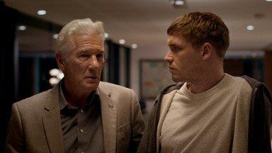 Episódio 5 - Em uma casa abandonada, a família se reúne para investigar algumas revelações, entre elas, políticas.