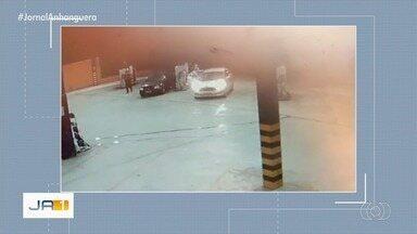 Três suspeitos de roubar postos de combustíveis são mortos durante ação da PM - Um quadro integrante conseguiu fugir. Corporação afirma que grupo roubou três estabelecimentos em seguida, além de assaltar um casal. Vídeo mostra outros roubos praticados por bando.
