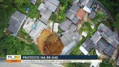 Comunidade em Petrópolis pede retorno de obras na BR-040 - Em 2017, deslizamento de terra deixou várias famílias desabrigadas.