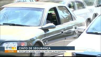 Mesmo sendo lei, muitas pessoas ainda insistem em não usar cinto de segurança no Sul do ES - Amigos que morreram em acidente em Vitória não usavam cinto.