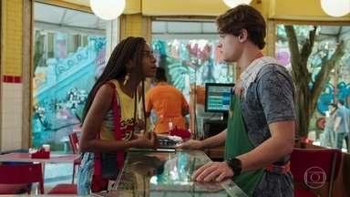 Thiago não acredita que Camelo tenha sido discriminado no shopping - Jaqueline explica que havia vários adolescentes no local e só Camelo foi levado para ser revistado