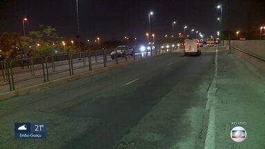 A prefeitura da capital liberou o tráfego na ponte Vila Maria para todos os veículos - Os caminhões não podiam passar pela via desde 29 de maio, quando a análise do laudo estrutural apontou danos em quatro vigas de sustentação. As obras emergenciais duraram 5 meses.