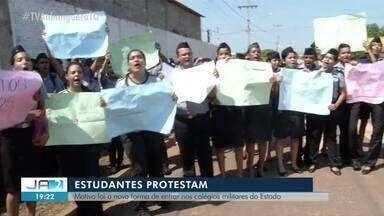 Estudantes protestam contra mudanças nos colégios da Polícia Militar - Estudantes protestam contra mudanças nos colégios da Polícia Militar