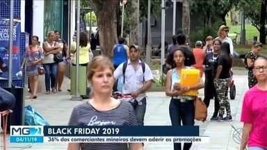 Consumidores estão atentos às promoções de final de ano em Uberaba - Uma das promoções que está chamando a atenção na cidade é a 'Black Friday'. Este ano, o número de lojas com promoções deve aumentar.