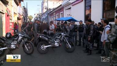 Bandidos invadem loja e fazem reféns os donos em São Luís - Bandidos reagiram, feriram um vendedor ambulante e fizeram o casal na Rua da paz, na área central da capital.