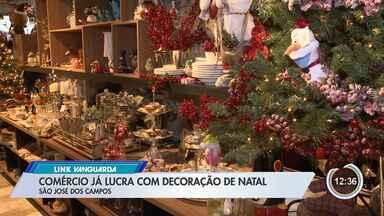 Comércio já lucra com decoração de natal - Na tradição cristã, o dia certo para montar a árvore neste ano cai no dia 1° de dezembro.