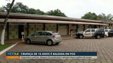Criança de 10 anos é baleada acidentalmente pelo pai em Foz do Iguaçu - Tiro atingiu duas regiões do corpo do menino. Pai foi preso, pagou fiança e foi liberado.