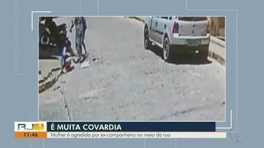 Mulher é agredida por ex-companheiro no meio da rua em Itaocara - Caso foi na tarde desta terça-feira (5).