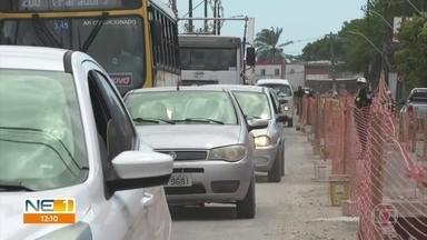 Obra em avenida do Recife causa transtornos para motoristas - Avenida Doutor José Rufino está em obra para acabar com os alagamentos no local.