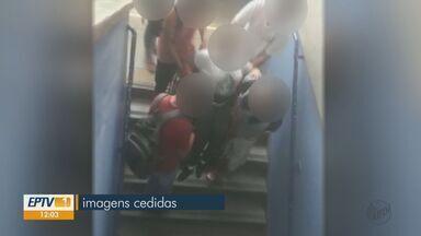 Escola de São Carlos está com elevador quebrado e alunos precisam ajudar colega cadeirante - Ela tem aulas no andar superior da instituição localizada no bairro Cidade Aracy.