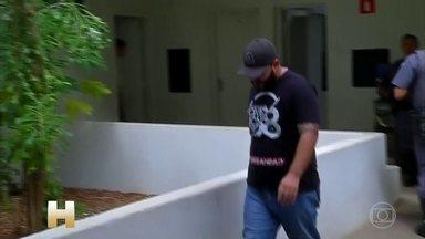 PM prende 2 policias civis de SP acusados de escoltar caminhão com droga - Dois policiais civis de São Paulo foram presos em flagrante escoltando um caminhão que transportava mais de uma tonelada de maconha. A escolta era feita num veículo da Polícia Civil.