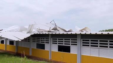 Teto de escola desaba na Fercal - Centro de Ensino Fundamental Queima Lençol tem cerca de 700 alunos. Alguns passaram mal, mas ninguém foi atingido.