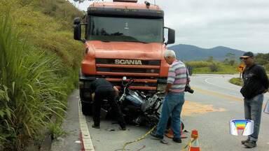 Corpo de empresário que morreu em acidente na SP-123 é velado em Pindamonhangaba - Carlos Francisco Pupio Marcondes tinha 67 anos e morreu após a moto em que ele estava colidir contra um caminhão na rodovia nesta quinta-feira (7).