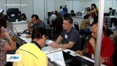 Contribuintes enfrentam fila para conseguir renegociação de dívidas com a prefeitura - Mutirão oferece descontos em multas.
