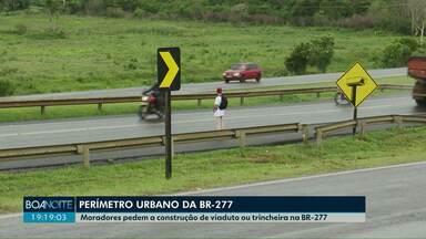 Moradores entregam abaixo-assinado para construção de viaduto na BR-277 - Mesmo com o pedido dos moradores, o DER informou que não existe a previsão de que obras sejam executadas no trecho.