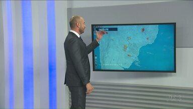 Previsão de chuva se mantém para o fim de semana - Previsão de temporais na segunda-feira (11).