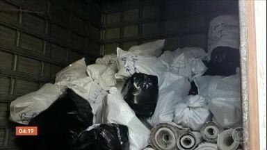 Policiais do Deic participam de operação contra produtos piratas no interior de SP - Cinco toneladas de mercadorias foram apreendidas na cidade de Franca.