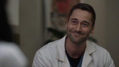 Efeito Dominó - Com um importante procedimento de transplante em vista, Max deve decidir se pode estar presente no hospital enquanto luta com sua própria doença.