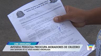 Moradores da Vila Romana, em Cruzeiro, querem mais segurança em rua do bairro - Pedestre de 62 anos morreu atropelada em outubro.