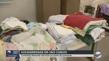 São Carlos tem caminhão itinerante para doar roupas, calçados e cobertores - Mais informações podem ser solicitadas ao Fundo Social de Solidariedade pelo telefone (16) 3372-0865.