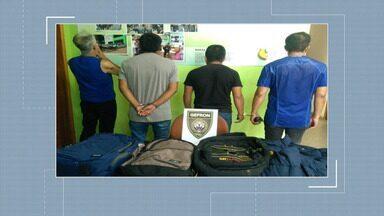 Peruanos são presos com quatro quilos de cocaína em rodovia no Acre - Peruanos são presos com quatro quilos de cocaína em rodovia no Acre
