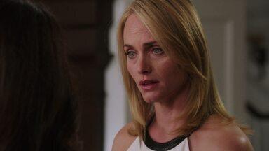 Culpa - O ponto fraco de Victoria vem à tona quando alguns sentimentos dela são expostos. Além de se sentir culpada, ela se cobra por não suportar a briga com a filha.