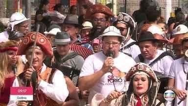 Sanfoneiros fundam praça dedicada ao forró em São Paulo - Manoel Soares mostra o cortejo dos forrozeiros na zona leste de Sampa