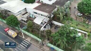 Polícia apura causas do acidente com caminhão-tanque em hotel de Campinas - Veículo destruiu o muro do estabelecimento no distrito de Nova Aparecida e a cabine pegou fogo. Motorista morreu carbonizado e um homem sofreu queimaduras.