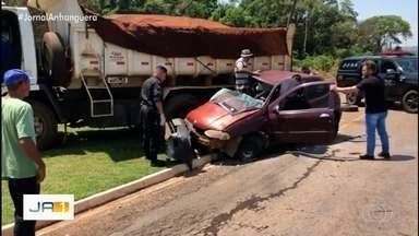 Motorista é preso suspeito de se envolver em acidente e fugir sem dar socorro às vítimas - Minutos depois de fugir, o homem foi localizado e preso pela Polícia Militar. Os ocupantes do carro atingido foram encaminhados para hospital em estado grave.