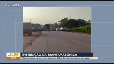 Manifestantes fazem protesto na Transamazônica em Anapú, no Pará - Manifestantes fazem protesto na Transamazônica em Anapú, no Pará
