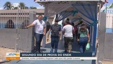 Ansiosos, muitos candidatos chegaram cedo para não perder o exame - Ansiosos, muitos candidatos chegaram cedo para não perder o exame