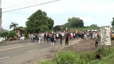Moradores pedem mais segurança em trecho da RS-453 - No fim de semana eles organizaram um protesto pra chamar a atenção para o número de mortes que têm acontecido na rodovia.