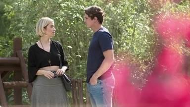 Lígia afasta Nina de Rui - A médica enfrenta o pai biológico de Nina e Rui sugere que eles possam se entender