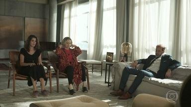Max acredita que Guga voltará para casa logo - Regina se desespera e Meg diz que Guga parecia determinado a ir embora