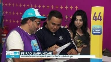 Feirão Limpa Nome: mais de 1000 pessoas fizeram fila para renegociar dívidas - Há mais de 4 milhões de inadimplentes só na cidade de São Paulo. Feirão acontece no Largo da Batata, na Zona Oeste.