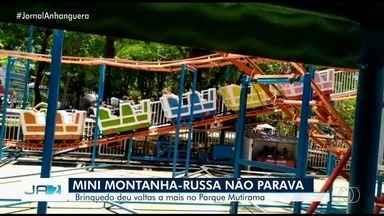 Brinquedo estraga com crianças dentro no Parque Mutirama, em Goiânia - A mini montanha russa estragou enquanto tinha crianças pequenas dentro.