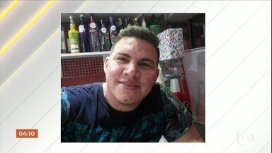 Corpo de garçom morto em comunidade na zona norte do Rio será enterrado no Ceará - Francisco tinha 26 anos e morava há 10 no Rio. Ele foi baleado no último sábado quando chegava do trabalho. Três policiais estão presos.